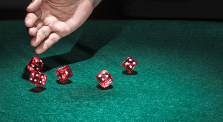 How to play folk dice game?